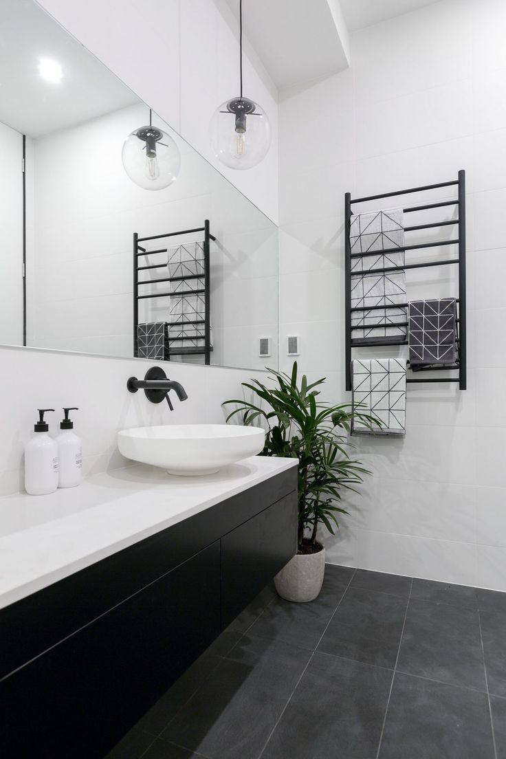 Bathroom goals 10 amazing minimal bathrooms from luxe for Black and white bath accessories